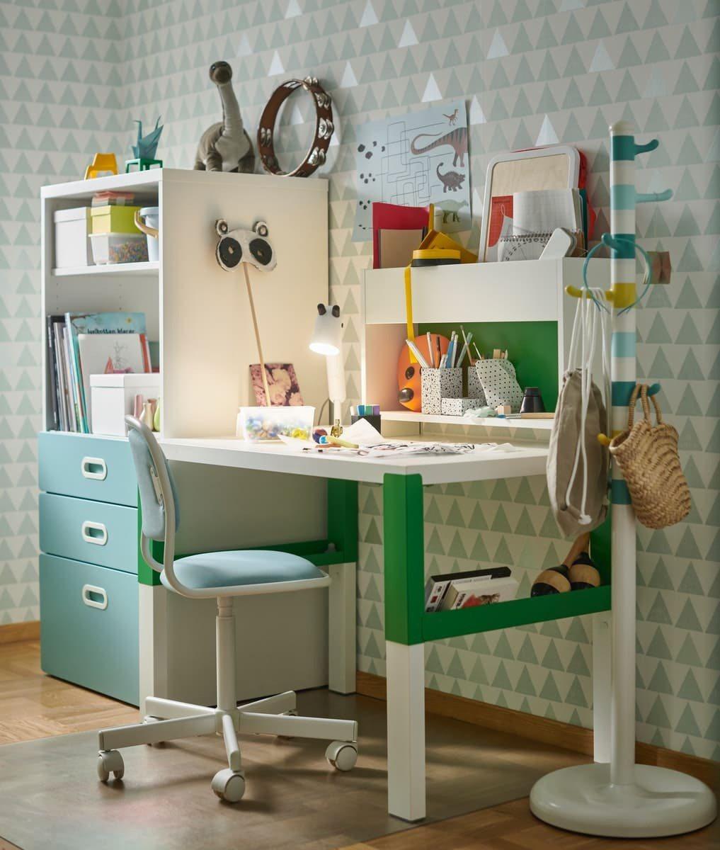 針對邁入學齡階段的兒童,IKEA特別推薦能配合孩子調整高度的PÅHL系列書桌,陪...