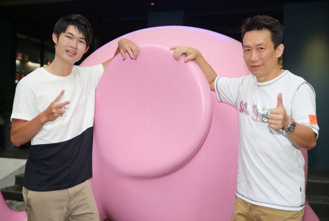 郭子乾(右)和兒子郭德君(左)。記者曾學仁/攝影