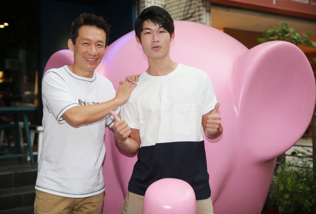 郭子乾(左)和兒子郭德君(右)。記者曾學仁/攝影