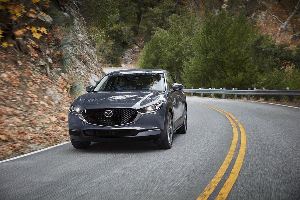 全新2021年式Mazda CX-30細膩再進化,在維持原本售價下,全車系標配巡...