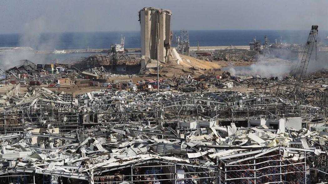 黎巴嫩首都貝魯特港區化學藥品倉庫4日發生大爆炸,把附近地區夷為平地,爆發的強烈震...