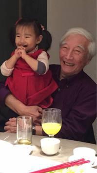 潘若迪的父親(右)享受祖孫之樂。 圖/潘若迪_Funky Dance臉書