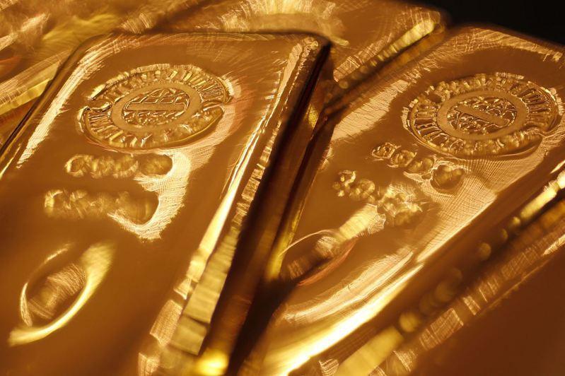 國際金價衝破2,000美元大關、創下歷史新高紀錄。 路透