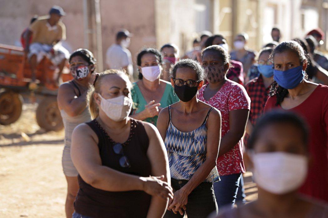 巴西新冠肺炎疫情持續蔓延,已有178名總統府公務人員確診。 美聯社