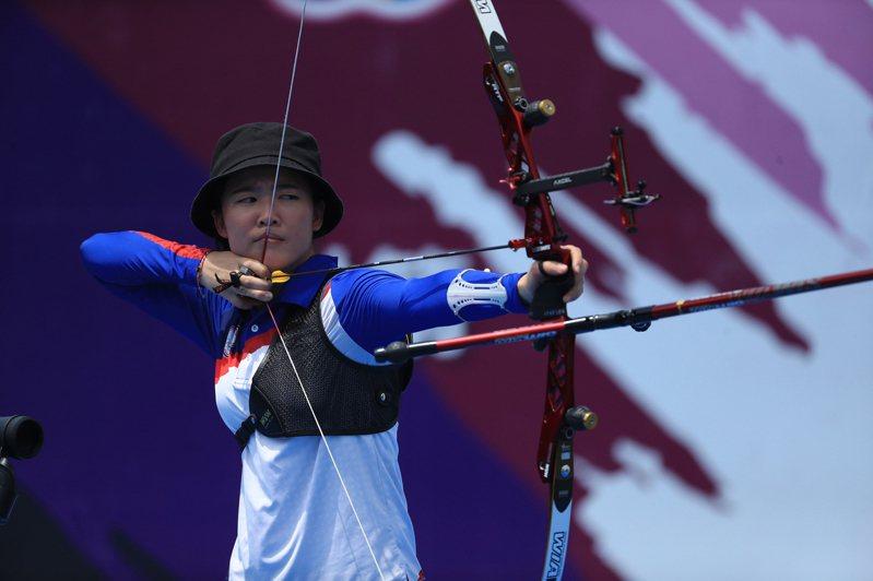 模擬東京奧運對抗賽5日上午進行射箭項目,台灣射箭好手彭家楙(圖)在女子個人賽,以超好手感奪下金牌。 中央社