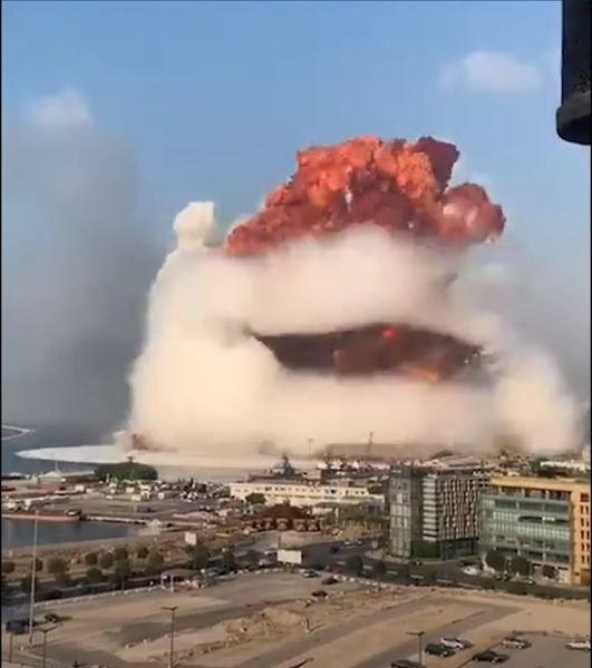 貝魯特大爆炸不只震撼了當地百姓,也迫使國際社會聚焦黎巴嫩的困境。(Photo from網路截圖)