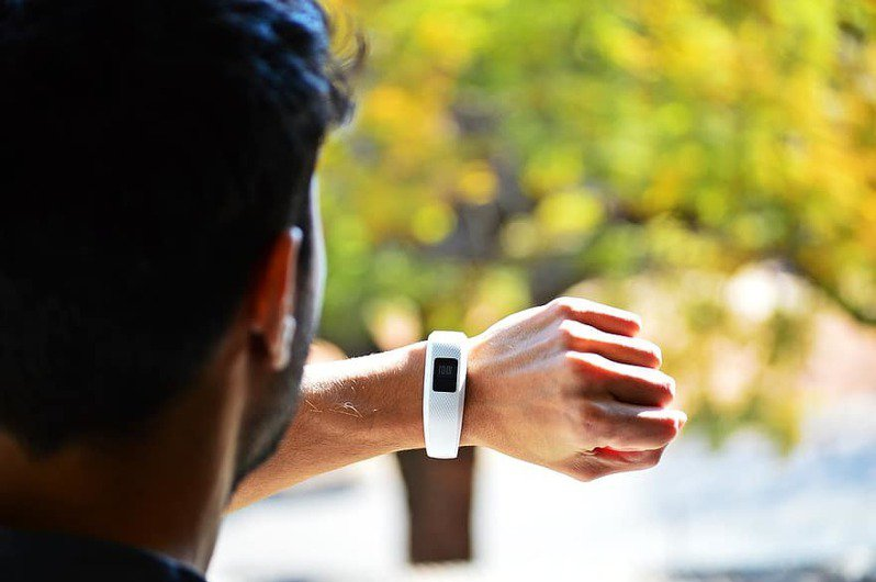谷歌有望接手穿戴式健身科技大廠Fitbit,讓外界憂慮資安和廣告市場壟斷的風險。(photo by Pikist, used under CC license)