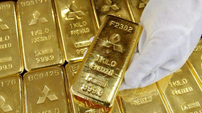 黃金現貨衝破2,000美元,因超低利率環境和市場期待美國推出更多抗疫措施,提高了...