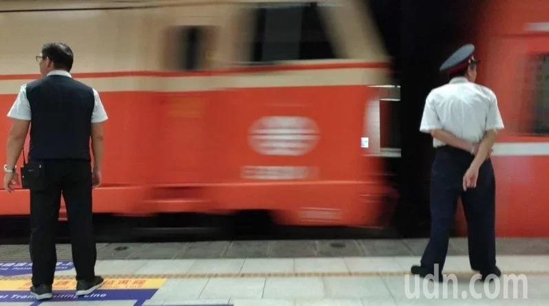 台鐵目前仍積欠上千名員工加班費。圖非當事人。 圖/聯合報系資料照片