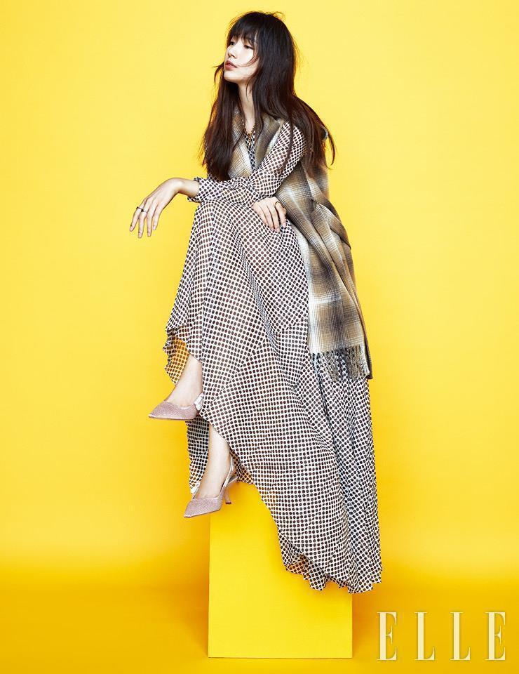 秀智登上韓國版《ELLE》封面。圖/取自微博