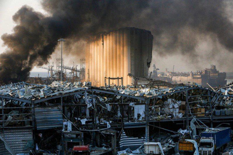 黎巴嫩首都貝魯特市中心附近港區4日發生爆炸,黎巴嫩總理狄亞布(Hassan Diab)表示,儲存在貝魯特港口倉庫多年、2750公噸的農業肥料硝酸銨在港區爆炸。法新社