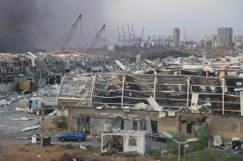 黎巴嫩首都貝魯特港區一處倉庫昨天發生大爆炸,黎巴嫩紅十字會今天表示,爆炸迄今造成逾百人喪命、超過4000人受傷。新華社