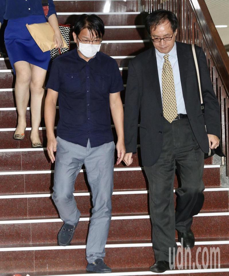 徐永明涉及SOGO案被法官諭令以80萬元交保,稍早他宣布退出時代力量。記者黃義書/攝影