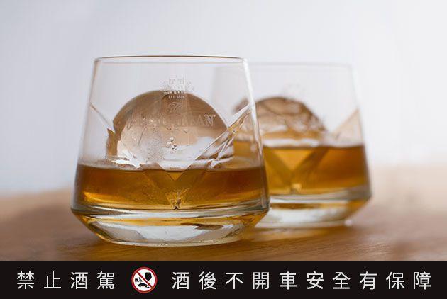 專業訂製冰塊可以削切出漂亮的大冰球,堅硬而不易融化,即使慢慢喝,也不太怕會「水掉...
