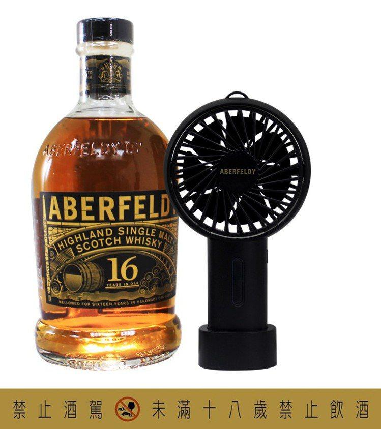 艾柏迪16年單一麥芽蘇格蘭威士忌於雪莉桶中熟成,具備蜂蜜、柑橘的香氛,與黑棗、烏...