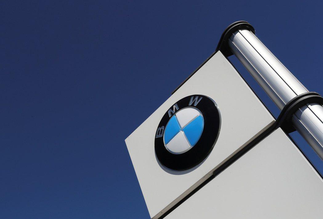 BMW第2季虧損近8億美元。 路透
