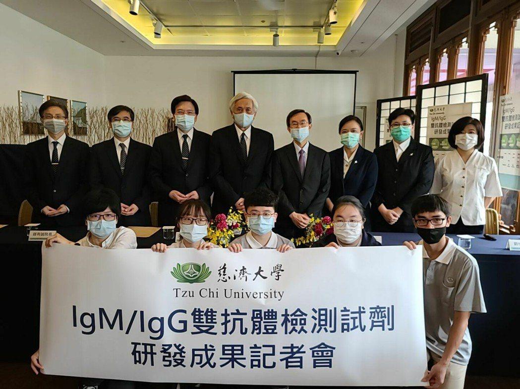 慈濟大學、台北慈濟醫院、中研院合作開發的新冠肺炎雙抗體檢測試劑今年5月發表,近日...