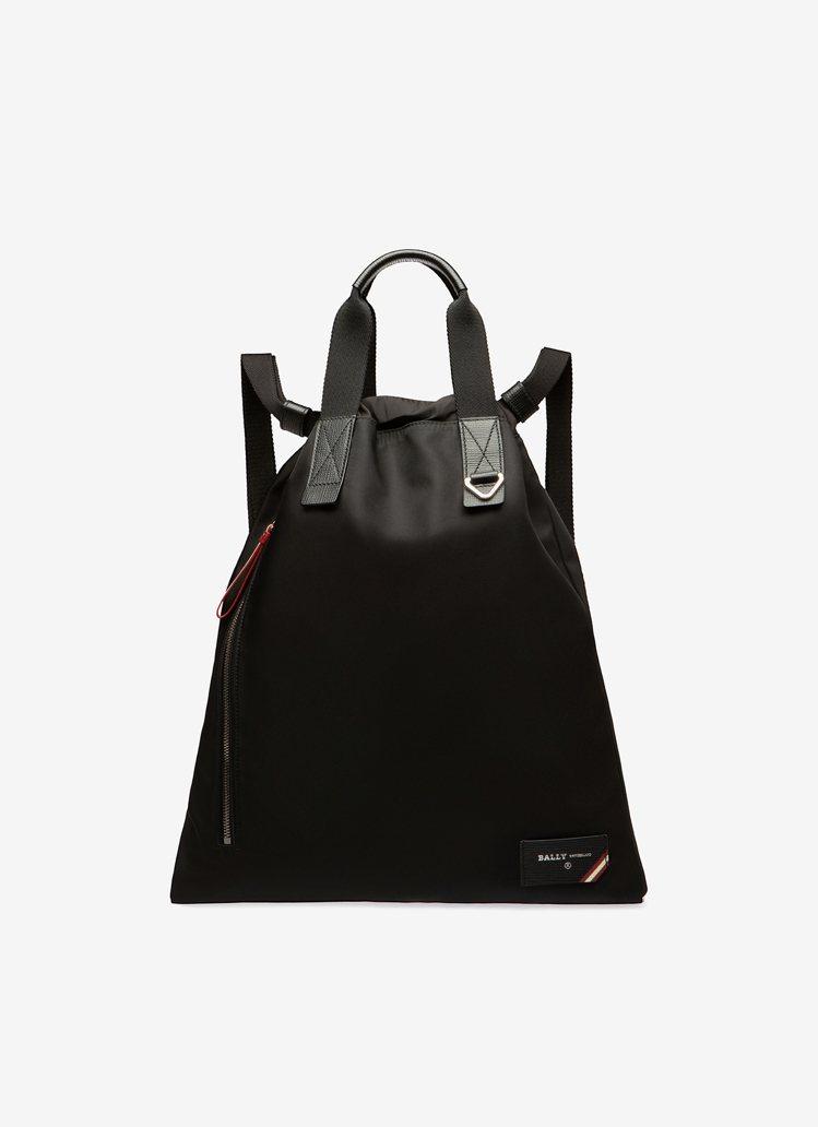Explore黑色尼龍束口後背包,24,280元。圖/BALLY提供