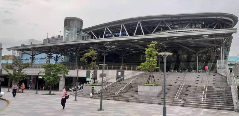 興建基隆輕軌恐讓基隆火車站面臨「消失」危機,在基隆引發話題。記者邱瑞杰/攝影