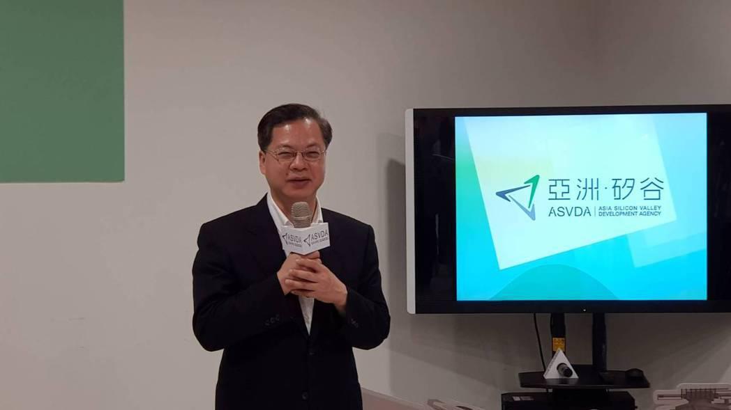 國發會主委龔明鑫今參訪位於桃園的亞洲矽谷辦公室。記者戴瑞瑤/攝影。