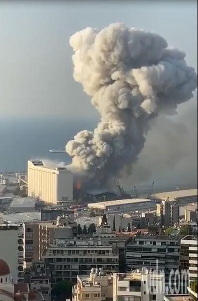 黎巴嫩首都貝魯特市中心附近港區,昨天發生大爆炸,災區有如世界末日。記者魯永明/翻攝