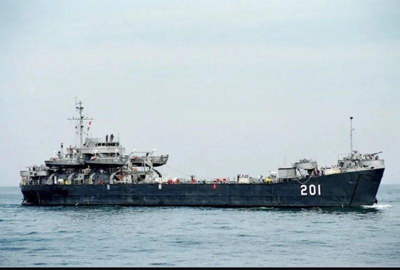 文化部上月底正式公告,指定「中海軍艦」為重要古物。圖/海軍檔案照