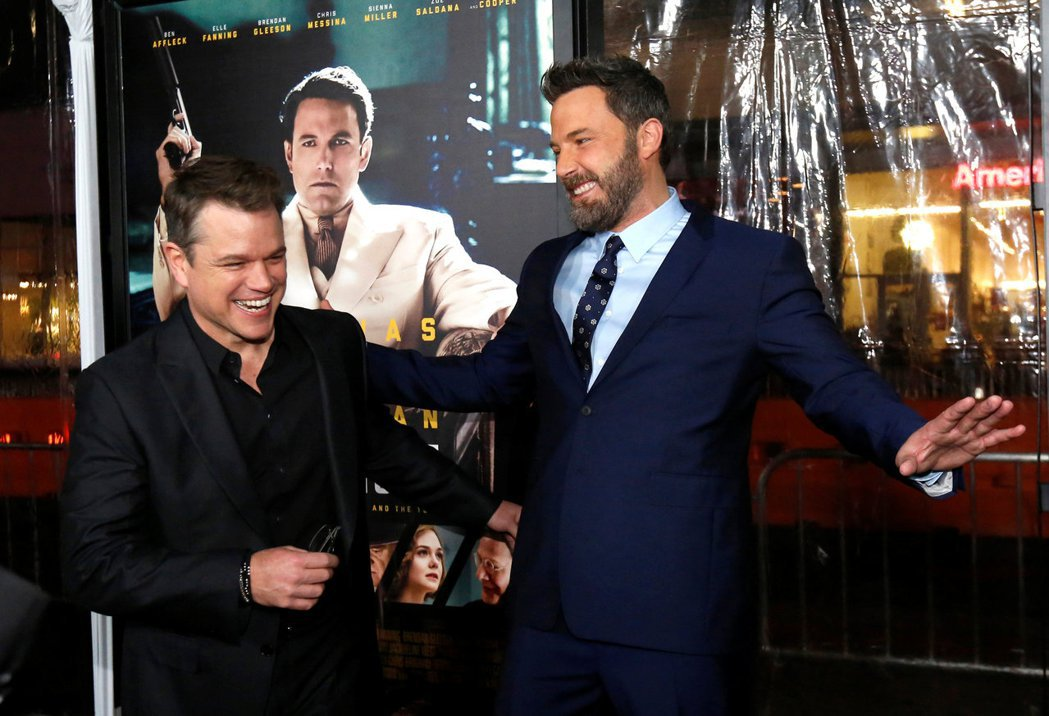 麥特戴蒙(左)與班艾佛列克是好萊塢出了名的好哥兒們。圖/路透資料照片