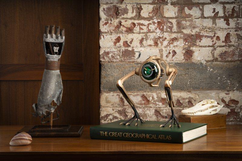 輕巧、迷你,像是裝置藝術般的MB&F X L'Épée 1839「T-Rex」青銅座鐘。圖 / MB&F提供。