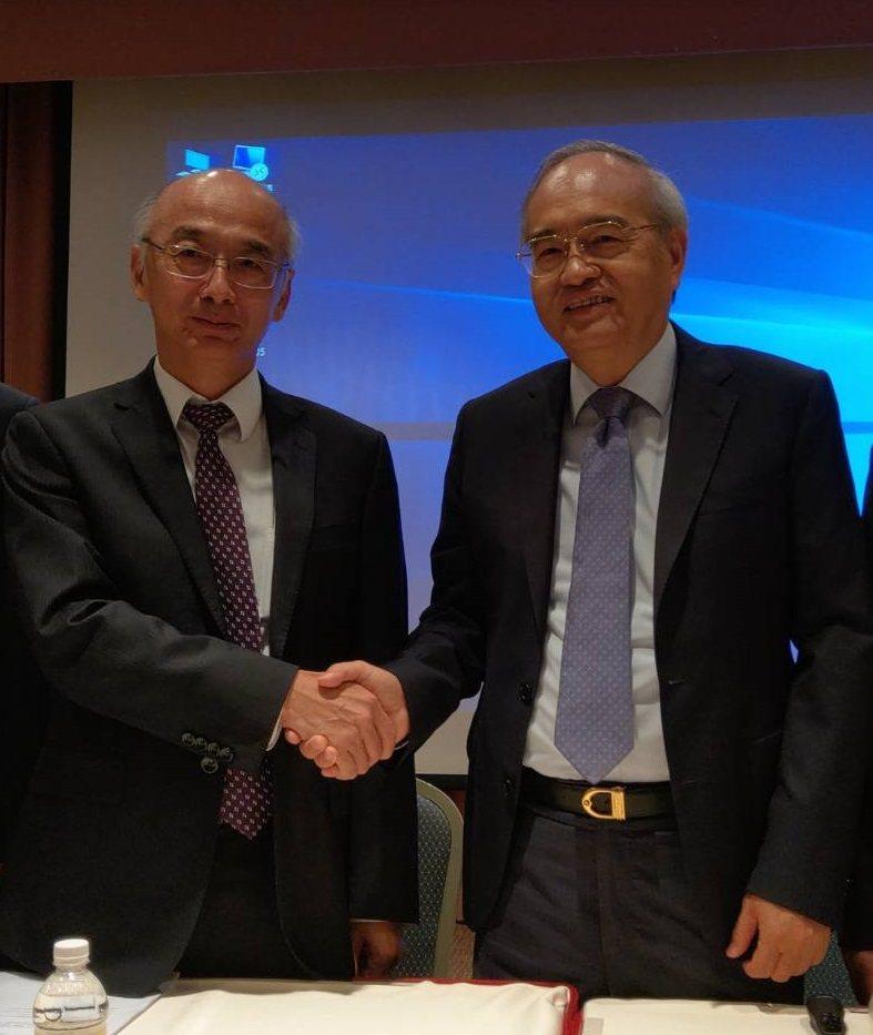 義隆董事長葉儀晧(右)與聚積董事長楊立昌昨天共同宣布,義隆參與聚積私募,雙方結盟共同搶市。記者鐘惠玲/攝影