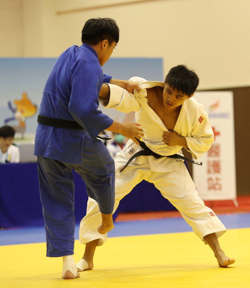 蔡明諺(右)模擬東奧對抗賽3場比賽都提前獲勝。圖/國訓中心提供