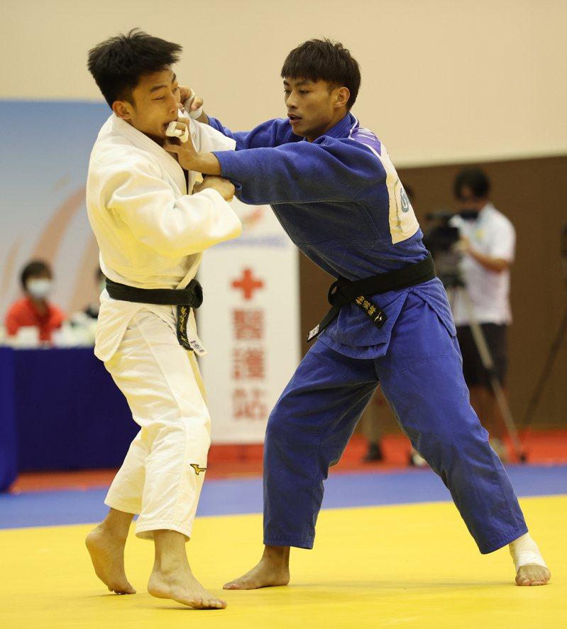 楊勇緯(右)和楊俊霆在模擬東奧對抗賽上演兄弟對決。圖/國訓中心提供