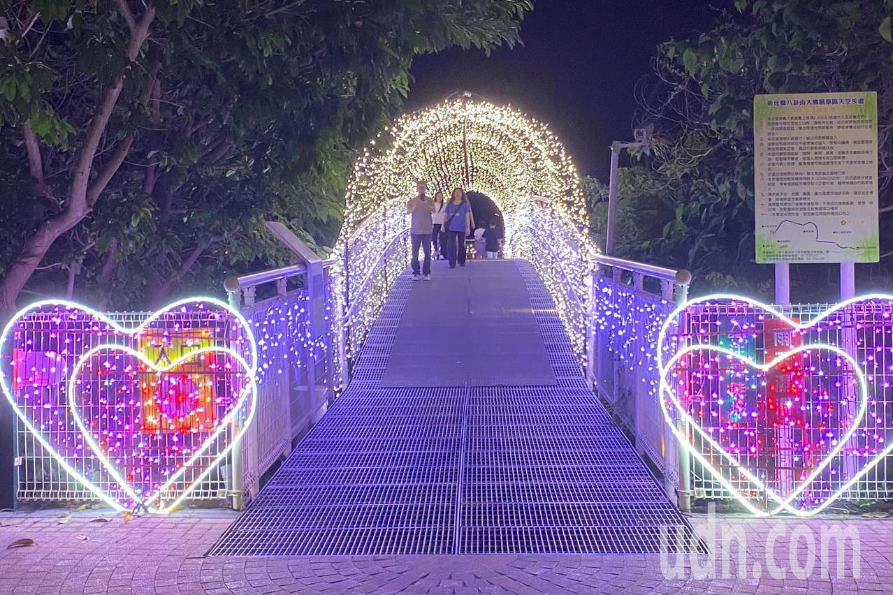 影/打破情侶禁地魔咒 八卦山銀河光雕搭起幸福鵲橋