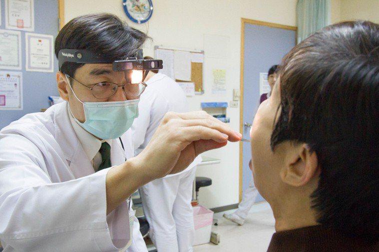 不少人因口腔反覆潰瘍且疼痛難耐就醫,擔心為口腔癌前兆。圖/大千醫療體系提供