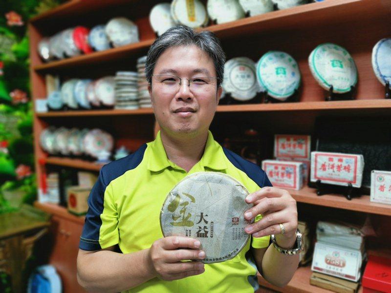 沈進輝因為辦案泡茶,開始買茶、藏茶學當茶博士,退休後還想開茶莊。記者卜敏正/攝影