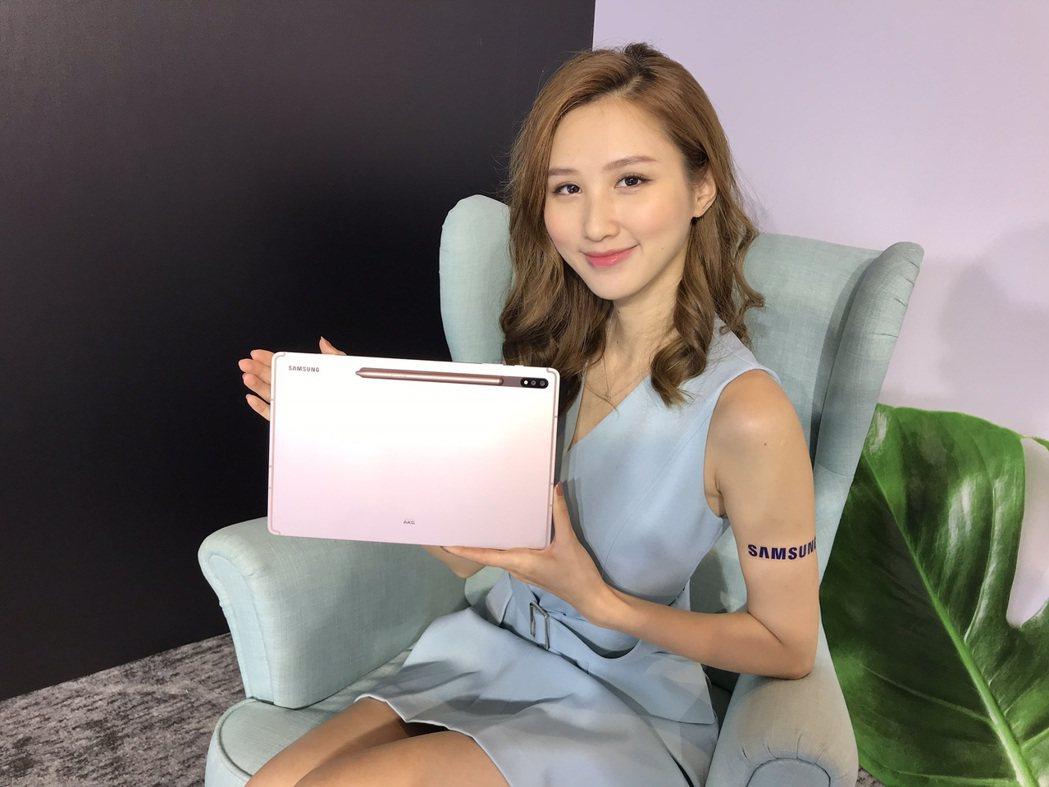 Samsung Galaxy Tab S7系列為三星首款5G平板,搭載與Sams...
