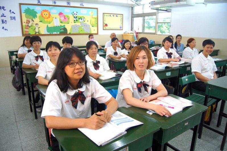 教部修法,歸化的新住民考大學將可比照外籍生。圖/聯合報系資料照片
