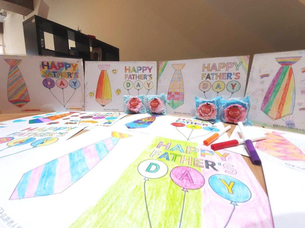 孩子所做的繪畫手工卡片。 弘道/提供。