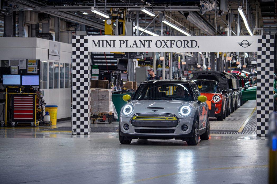 MINI Cooper SE在英國牛津廠的生產量突破11,000輛,創下該廠的新...