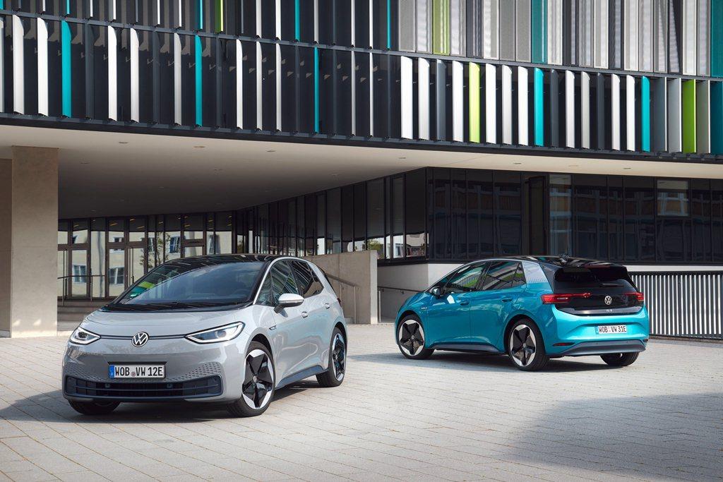 首款全電動車ID.3正式在歐洲銷售,具體實現碳中和的願景;ID.3代表Volks...