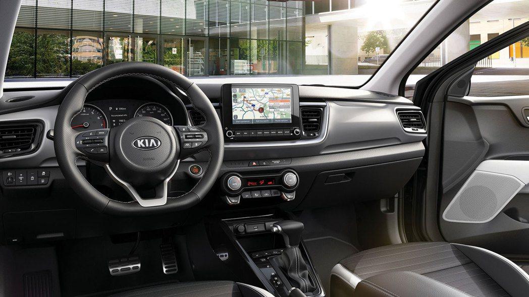 小改款Kia Stonic車室最大的變化為換上全新八吋中控觸控式螢幕。 摘自Ki...