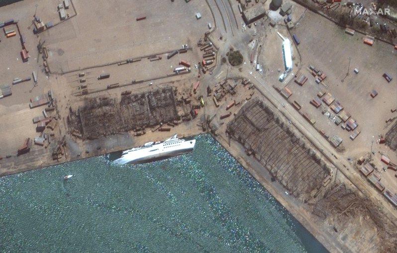 郵輪「東方女王號」當時停泊在貝魯特港口,隨後在大爆炸中遭到嚴重破壞後沉沒。 歐新社
