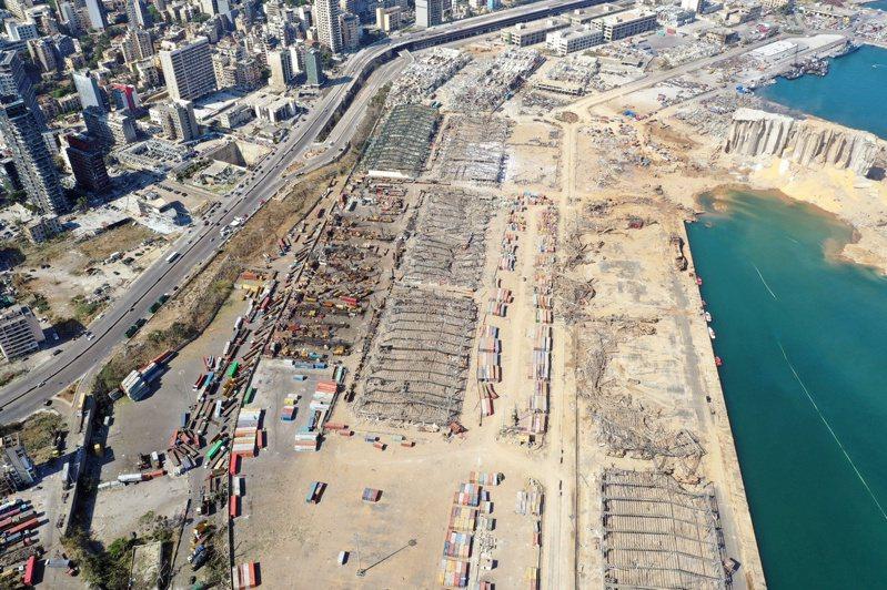 貝魯特港區驚爆後恐需高達150億美元重建經費,若無國際援助,黎巴嫩恐捱不過這場災難。由於存放榖物的糧食筒倉遭到摧毀,如何確保糧食安全已成為當務之急。 路透社