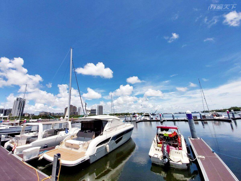 從台南安平港的遊艇碼頭出發,2個小時就能到澎湖。