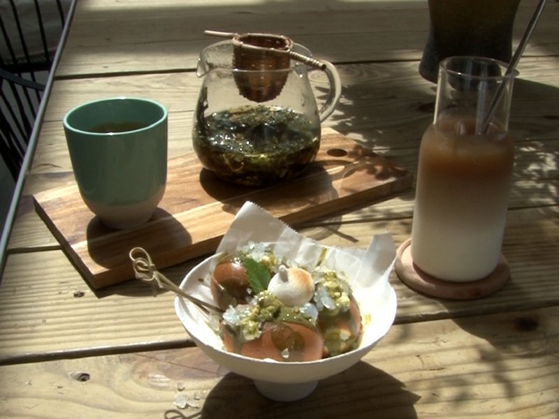 黃金博物館推出藥草採集DIY,在古道生態中認識藥草,並製作成草浴包,親自感受大自然的洗禮。 圖/觀天下有線電視提供