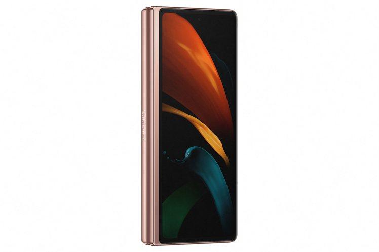 Samsung Galaxy Z Fold2的封面螢幕為6.2吋,比第一代的4....