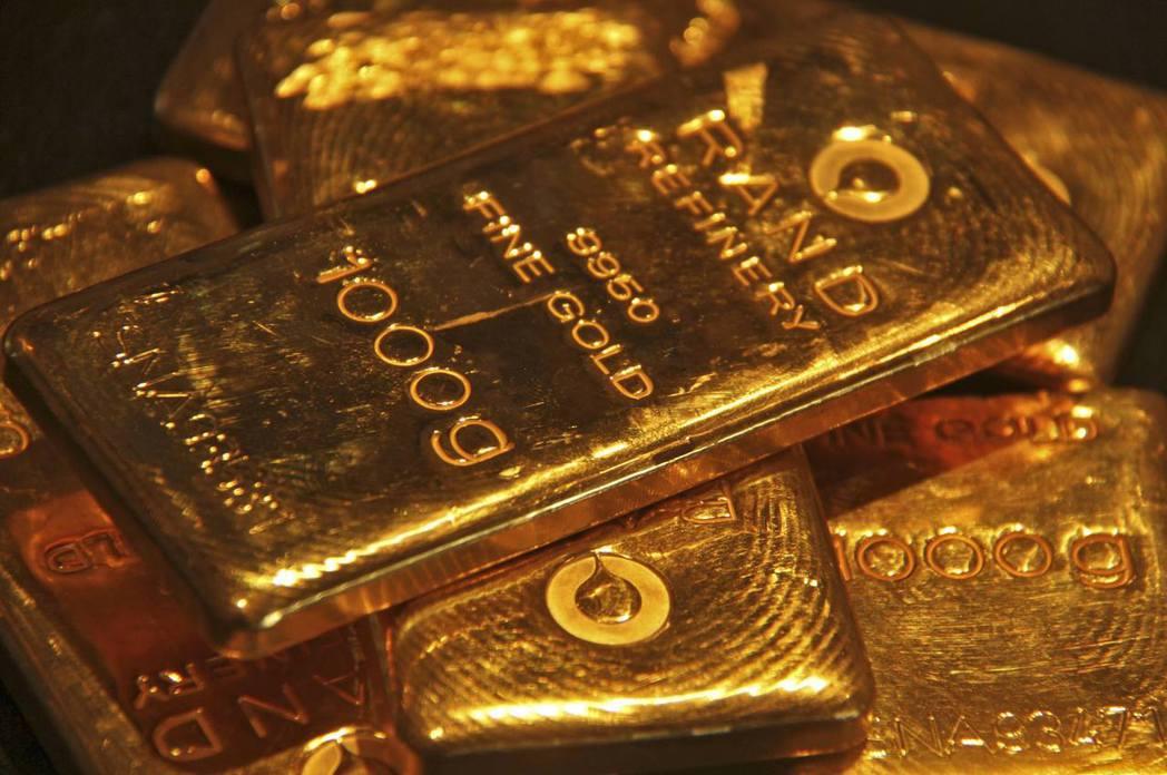 美國黃金期貨5日盤中一度觸及2,073.3美元新高價位。 (路透)