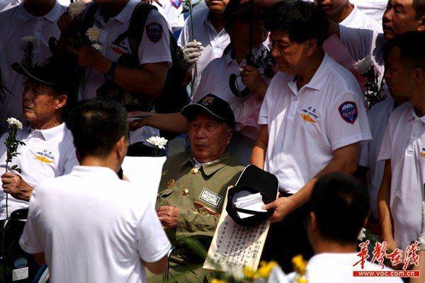 「鴻翔部隊」抗日烈士紀念碑,5日在湖南省衡陽縣洪市鎮明翰村落成。 圖/取自華聲在線