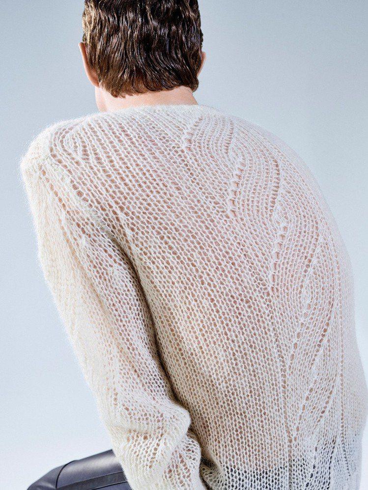 輕量螺旋紋毛海毛衣是外蒙古的織品工坊製造。圖/Peter Wu提供
