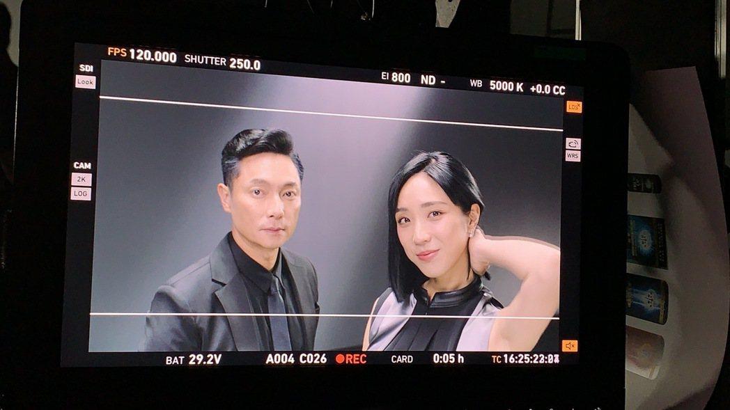 梁舒涵(右)和謝祖武拍洗髮精廣告  圖/LiTV、開麗提供