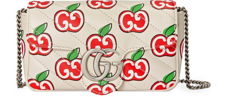 GG Marmont蘋果印花迷你翻蓋包,34,500元。圖/GUCCI提供